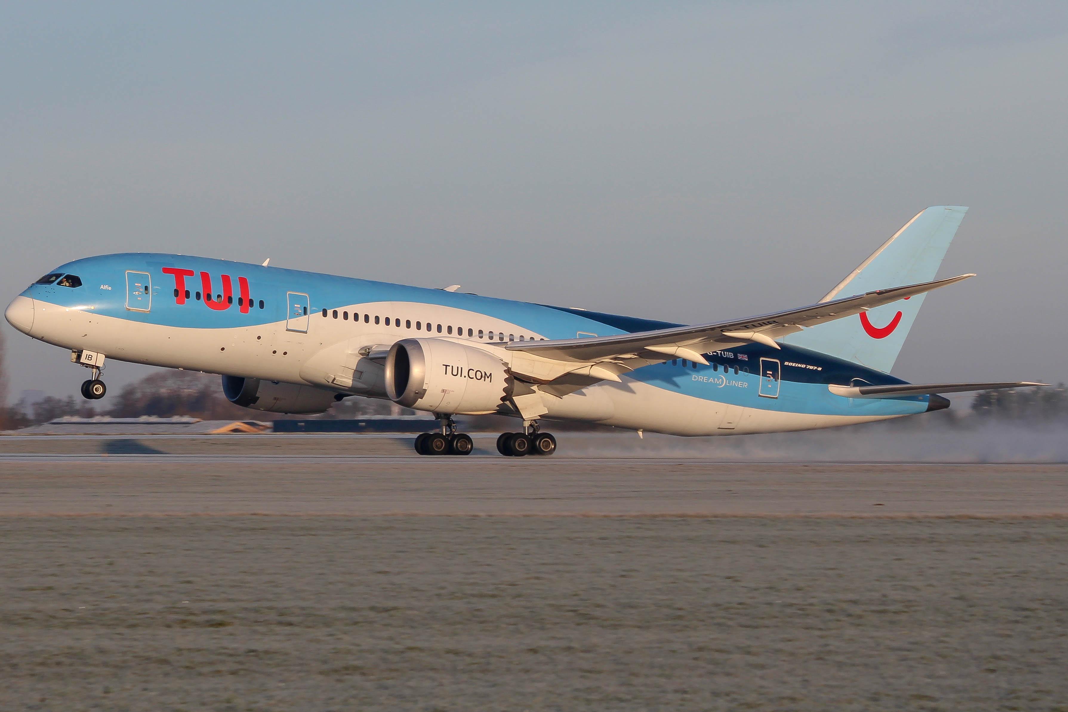TUI Boeing 787-8
